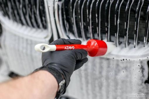 Dbałość o czystość detali jest kluczowa. A Ty zwracasz uwagę na niuanse w swoim samochodzie? Pędzelki firmy OAKEY LTD #detailingservice